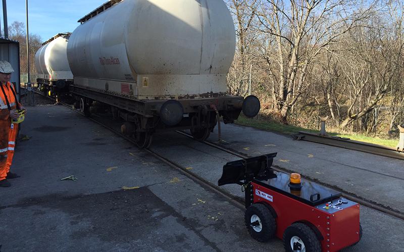 Utilizando el equipo MUV 4WD durante el mantenimiento de vagones