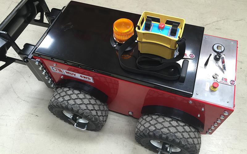 El equipo MUV 4WD con el controlador industrial R / F