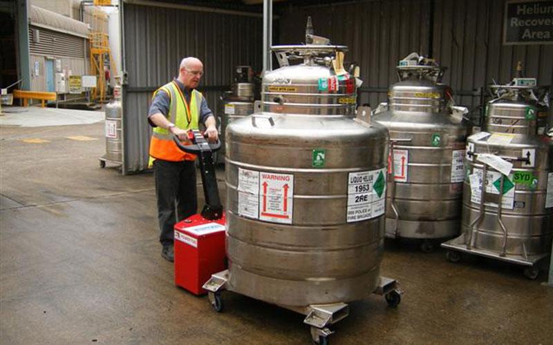 El empujador PowerTug moviendo un recipiente de helio líquido de 2.000kg en BOC