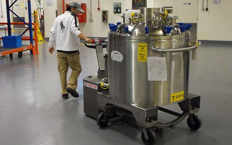 Stainless steel PowerTug for moving 2000Kg Pharmaceutical vessel