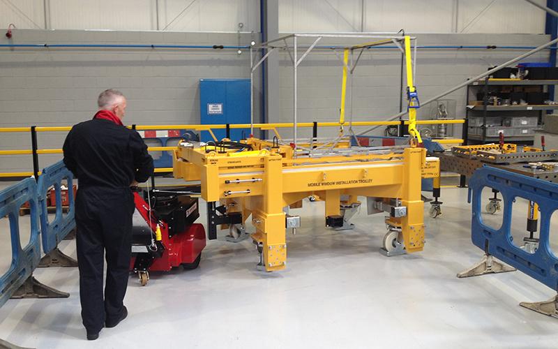 El empujador Super Power Pusher HW con brazo de dirección, moviendo un carro especial de 7.000 kg para BNFL